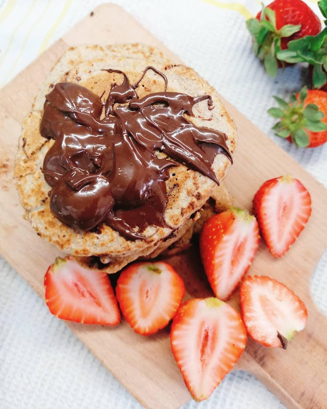 Panquecas com Chocolate e Morangos