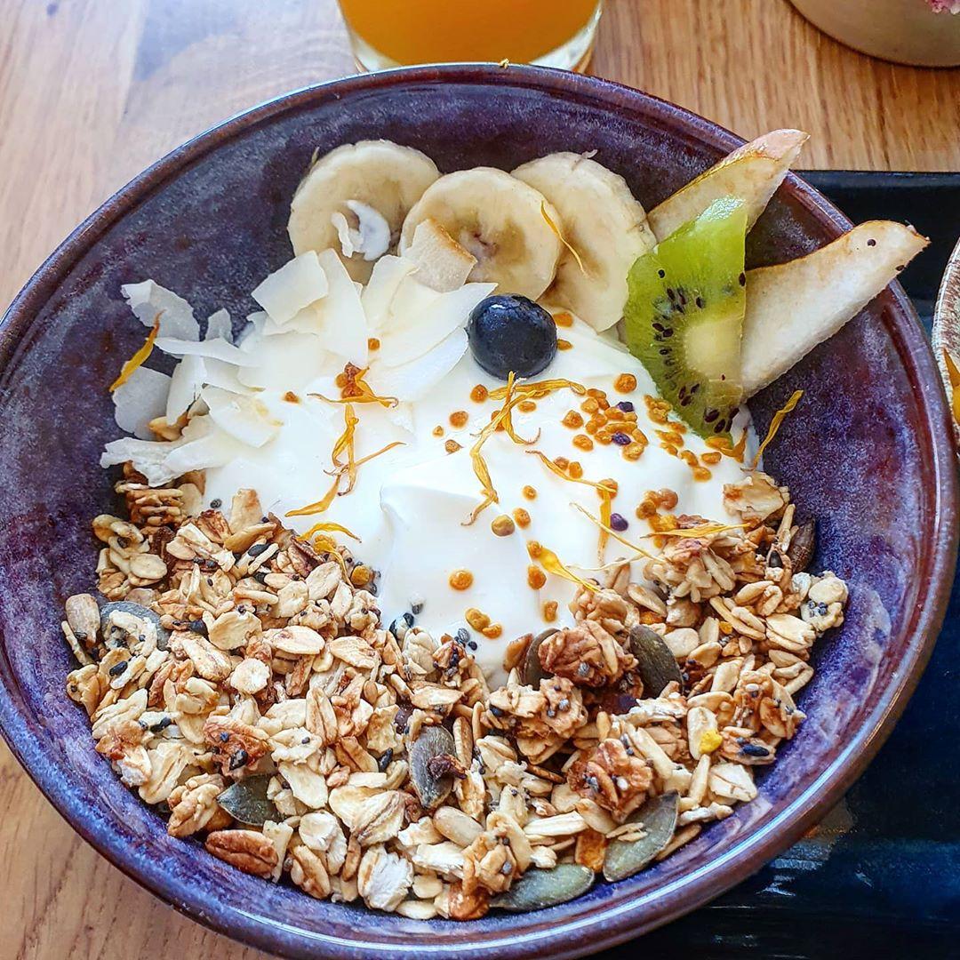 Bowl de Iogurte Natural e Fruta