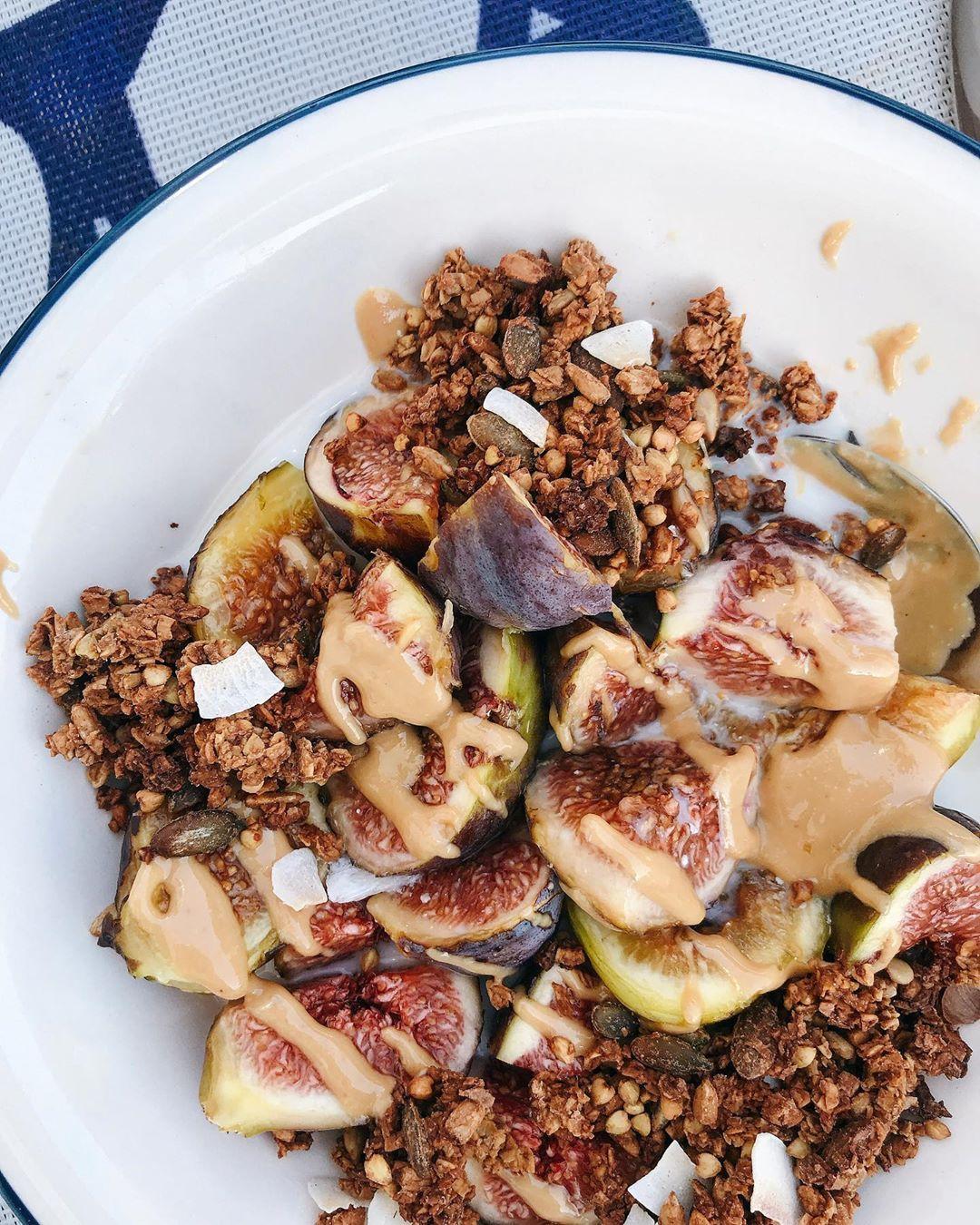 Bowl de Figos e Manteiga de Amêndoa