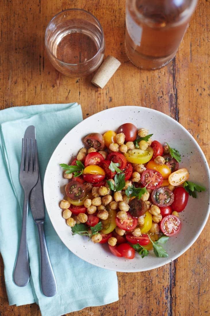 Salada de Grão de Bico e Tomate Cherry