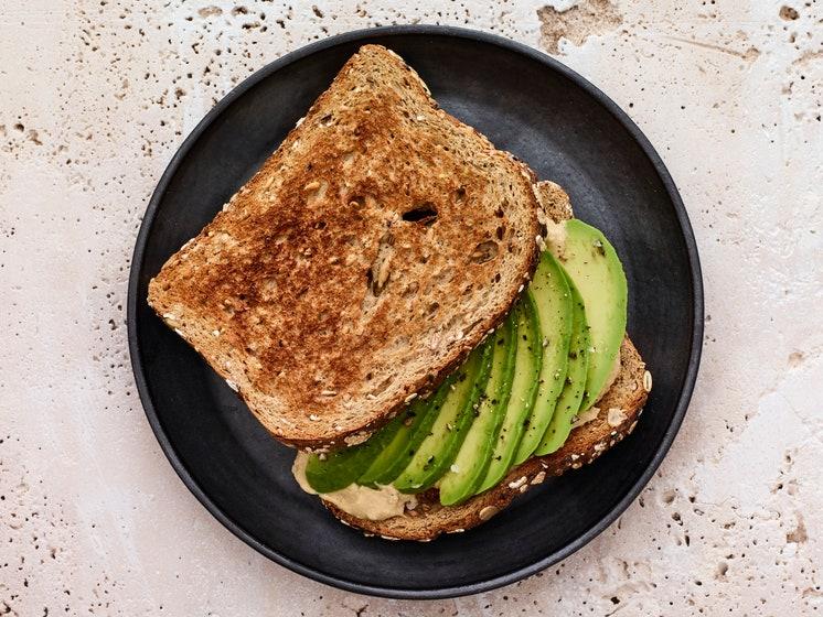Sandwich de Abacate e Hummus